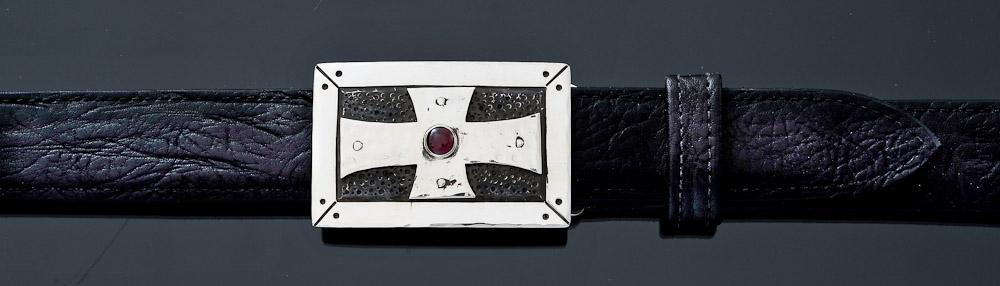 TKSBG rectangular Cross buckle with Garnet on Black Bullhide